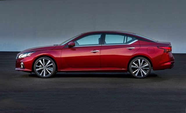 2019 nissan altima side view