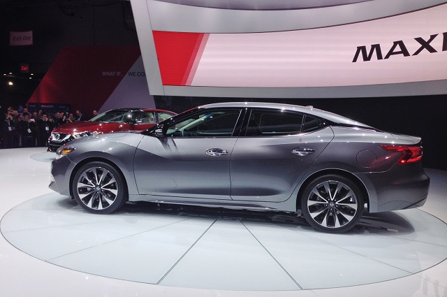 2019 nissan maxima side view