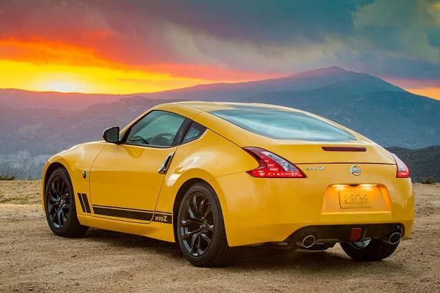 2019 Nissan 400Z rear view