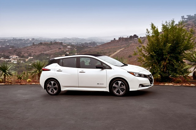 2019 nissan leaf side view
