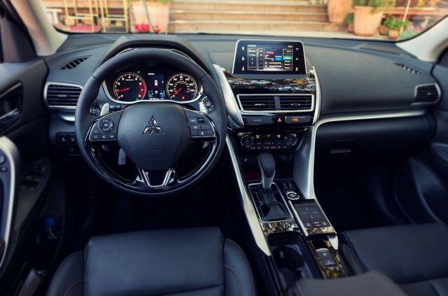 2019 Mitsubishi Eclipse interior