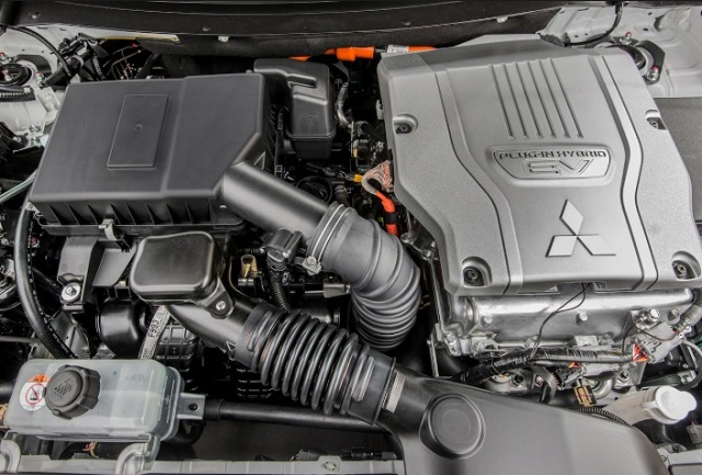 2020 Mitsubishi Outlander PHEV engine