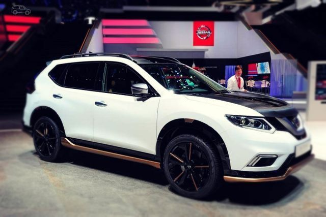 2020 Nissan X-Trail side