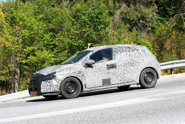 2020 Renault Clio side
