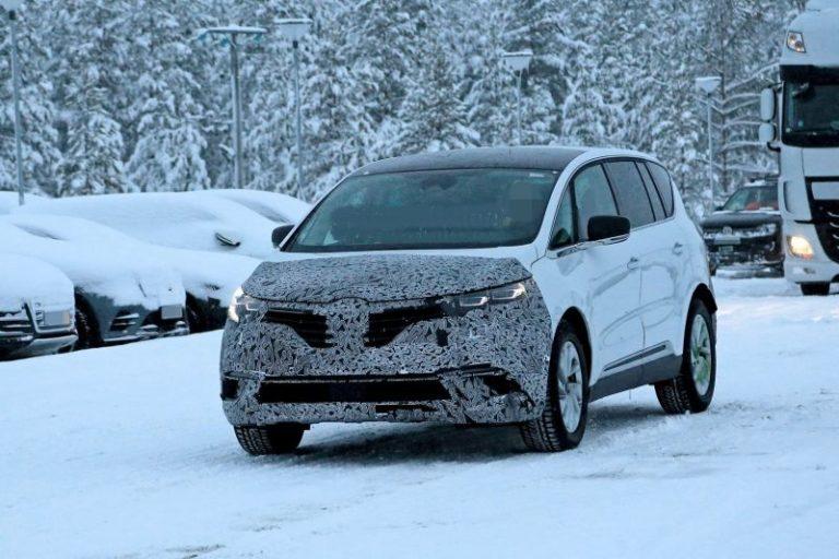 2020 Renault Espace Caught Testing Near the Arctic Region