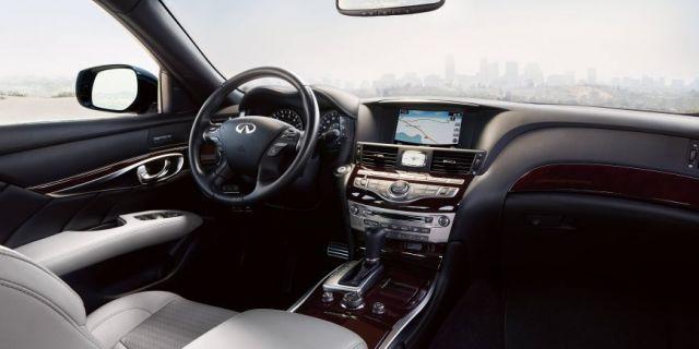 2020 Infiniti Q70 interior