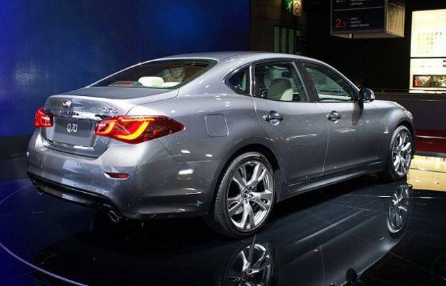2020 Infiniti Q70 rear