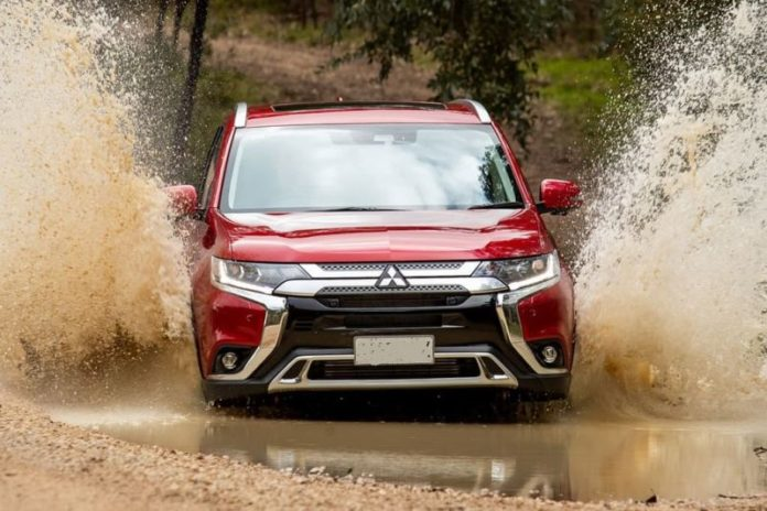 2020 Mitsubishi Outlander Sport front