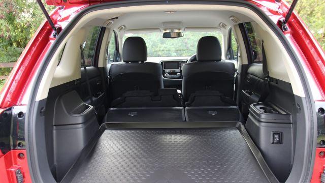 2020 Mitsubishi Outlander Sport trunk
