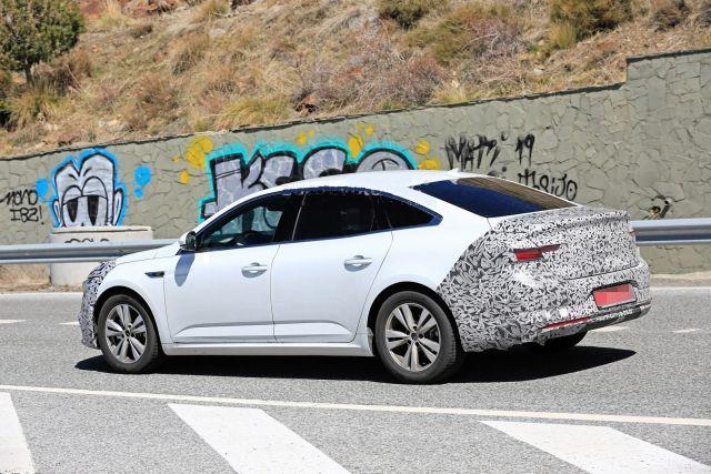 2021 Renault Talisman side