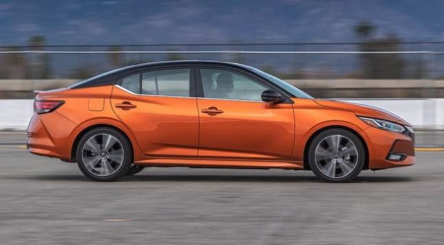 2022 Nissan Sentra side view
